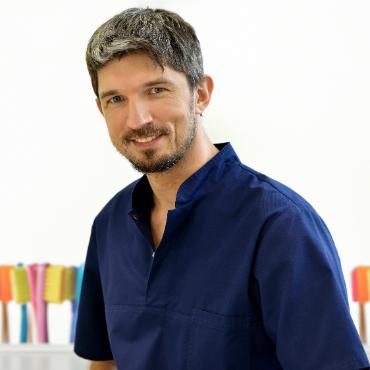 Dr Marek Adwent stomatolog-implantolog