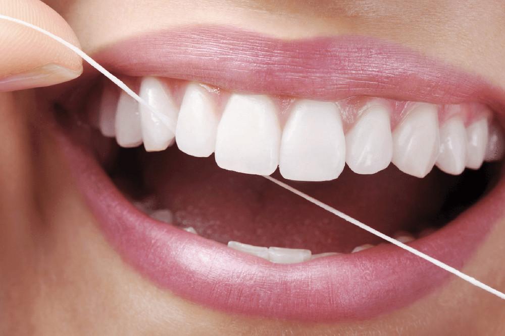 po-co-uzywac-nitki-dentystycznej