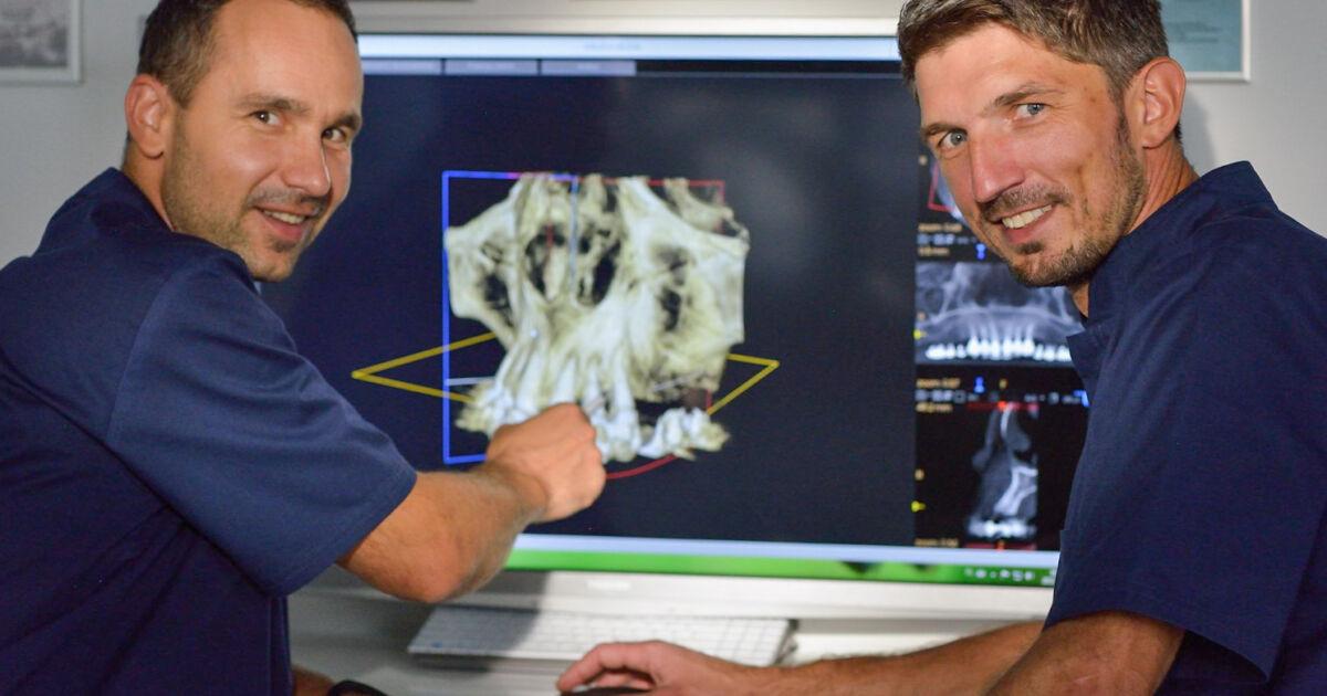 Masterzy Implantologii dr Tomasz Śmigiel i dr Marek Adwent podczas konsultacji